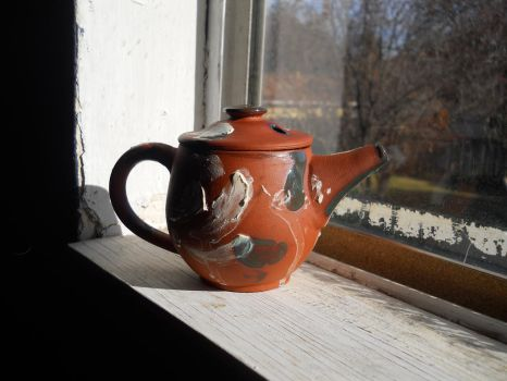 Navajo Teapot with Slip and Glaze by Halfling-J