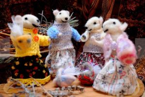 Adorable mouse friends! Four friends getting toget by paradisomod
