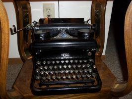 Old Typewriter by thypentacle