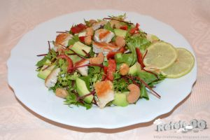 Salad with chicken, avocado and cashew nuts by DanutzaP