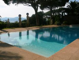 Private pool in St-Tropez by M10tje