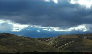 Cloudy Valley by genzaroff82