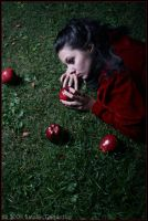 The Temptation of Snow White by fetishfaerie-photos