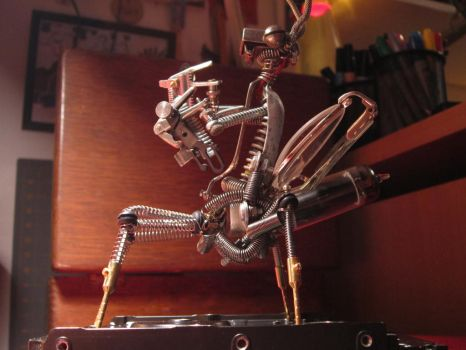 Mecha Mantis (Side View) by Thelmer