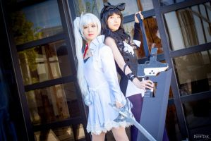Blake and Weiss (RWBY) - Monochrome by Eiloria