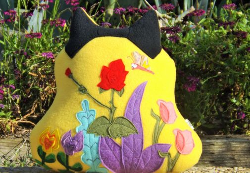 ALICE IN WONDERLAND INSPIRED PILLOW by sylvialovespink