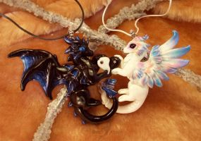 Love dragons - black and white by AlviaAlcedo