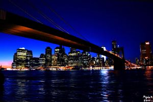 Manhattan bridge by night by MezeixP