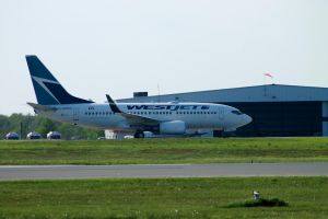 Westjet 737-700 by tdogg115