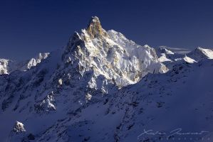 White peak by XavierJamonet