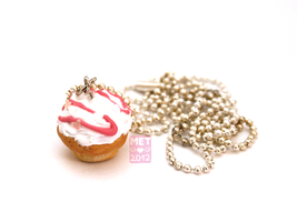 Cupcake Necklace by Metterschlingel