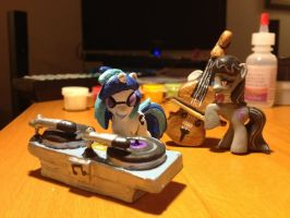 MLPFIM blindbag Vinyl Scratch + Octavia customs by omgwtflols