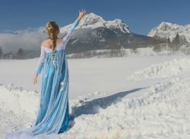 Frozen Cosplay: Elsa! by GlowingSnow