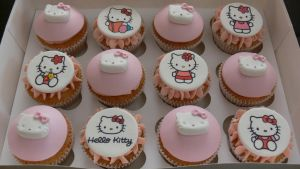 Hello Kitty cupcakes by laylah22