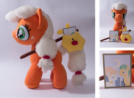 filly Applejack with bag by mmmgaleryjka