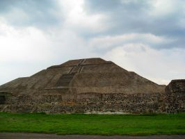 Pyramid del Sol by Unrealize