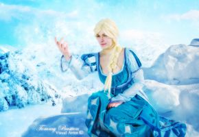Elsa - Snow Queen ~ Sparkly cold by TommyBastien