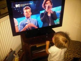 Lux watching the boys at the VMA's by iluvlouis