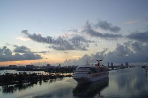 Miami Ship arriving closer up by vbcsgtscud