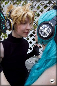 Len and Miku- Precious One by twinfools
