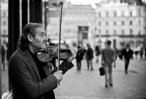 Violin Player by chrbet