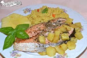 Grilled salmon with pineapple by DanutzaP