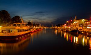 Warnemuende at night by Katyma