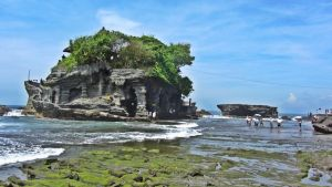 Tanah Lot Temple by fkendi