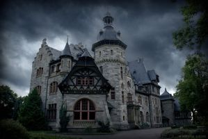 Abandoned Mansion by Eisblume