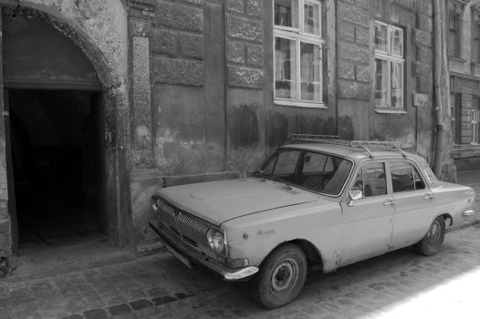 Old car in the old town... by maxi168