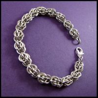 Sweet Pea Chainmail Bracelet by redpandachainmail