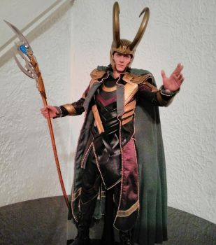 Loki - Avengers - the Action Figure from Hot Toys by paulafrye