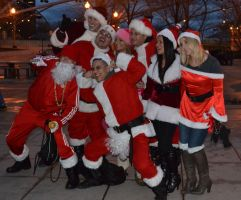 Santacon Chicago 2012 Santa Group Pose! by ebonneau