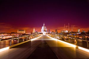 Illuminated St. Paul's by TheOneWhosLuffelig