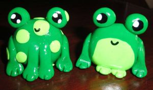 Clay Frog Figurines - Ribbitses Jr. and Ribbeta by RollingTomorrow