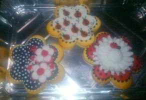 Decorated biscuits: flowers and ladybugs by Diotima96