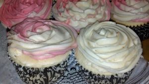 Rose CupCakes by NicoleBrune