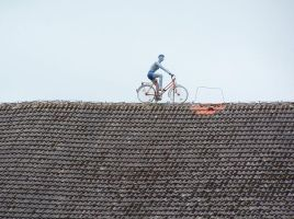 Bicycle on roof by yuiokami
