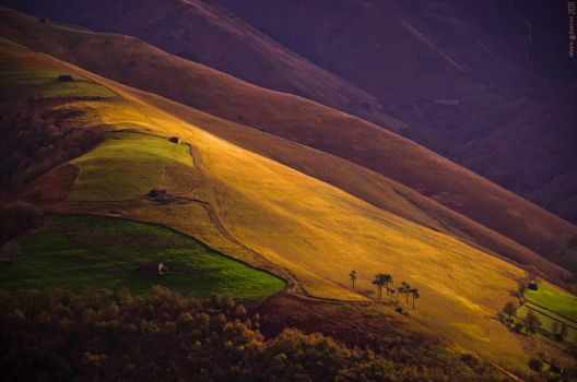 Contrasts on the hills. by MarioGuti
