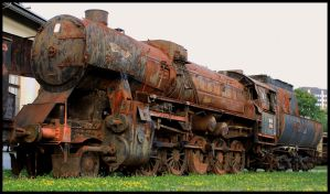 Rusty locomotive by easwee