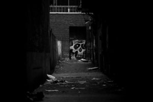 Back alley skull by elgrizzly