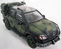 Mercedez-Benz ML 320 Jurassic Park scale model by firebladecomics