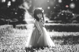 The little fairy - BW by yushui