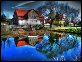House at the pond by luzifersdaughter