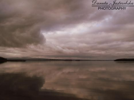 The rain is comming by Savrille