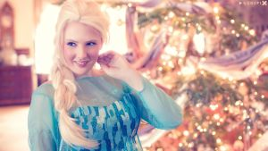 Frozen - Christmas in Arendelle by Eli-Cosplay