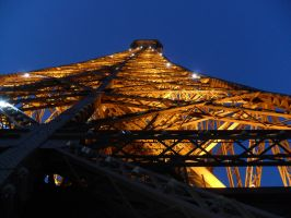 Dusk at the Eiffel Tower by glougee