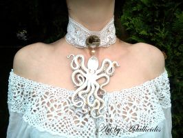White octopus necklace by adalheidis
