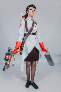 Female Medic (Team Fortress 2) by Lelanda