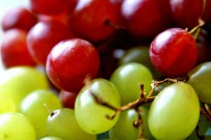 Colourful grapes by Budeltier